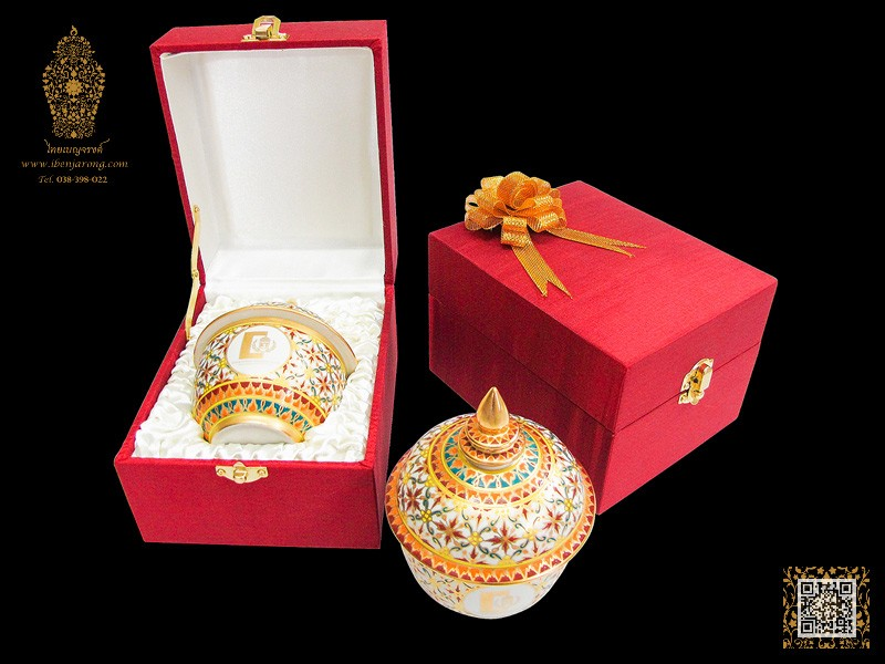 Bowl with cover Benjarong with Golden-Phikul-Flowers pattern design on white color background