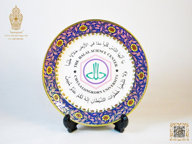 Show Plate Benjarong with Jhak-kri flowers pattern design on blue color background