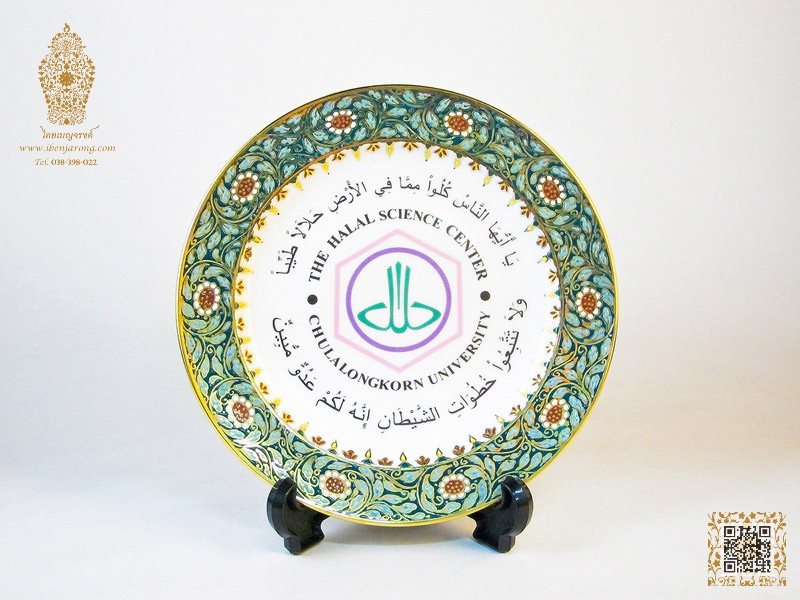 Show Plate Benjarong with Jhak-kri flowers pattern design on green color background